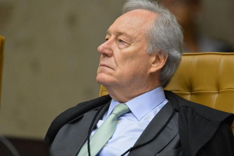 Ministro Ricardo Lewandowsk,i durante a segunda parte da sessão dehoje(23) parajulgamento sobre a validade da prisão emsegundainstância do Supremo Tribunal Federal (STF). (Foto: Fabio Rodrigues Pozzebom/Agência Brasil)