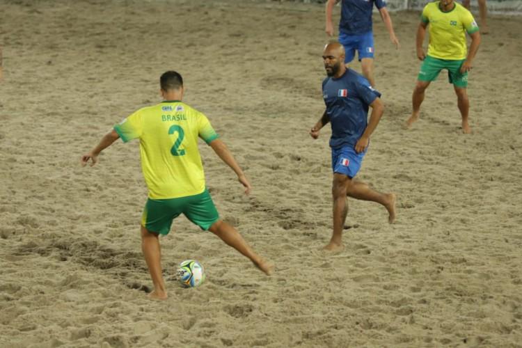 Brasil e França disputam final do Mundial de Futebol de Areia Raiz (Foto: )