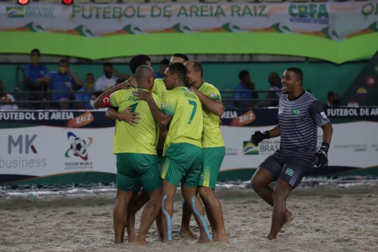 Brasil vence França e conquista Mundial de Futebol de Areia Raiz (Foto: )