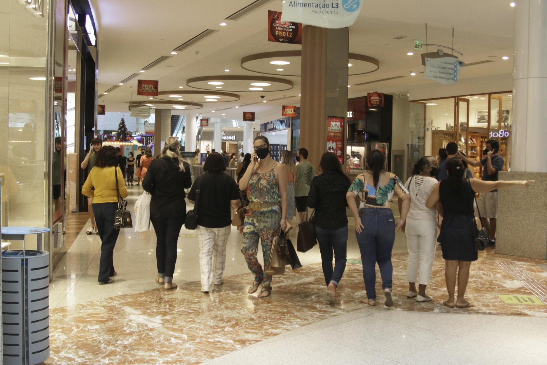 Shoppings poderão ter horário estendido até às 23 horas