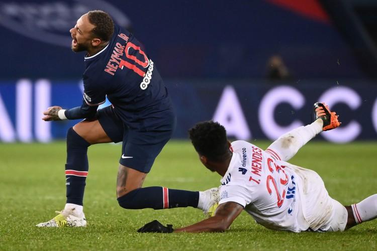 Neymar não deve desfalcar o PSG por muito tempo após lesão sofrida no Campeonato Francês  (Foto: FRANCK FIFE / AFP)