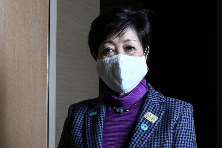 A Governadora de Tóquio Yuriko Koike afirmou que os Jogos Olímpicos devem ser realizados no próximo ano (Foto: Charly TRIBALLEAU / AFP)