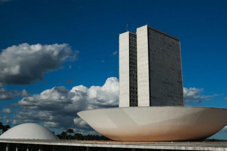 A cúpula menor, voltada para baixo, abriga o Plenário do Senado Federal. A cúpula maior, voltada para cima, abriga o Plenário da Câmara dos Deputados. (Foto: Marcello Casal JrAgência Brasil)