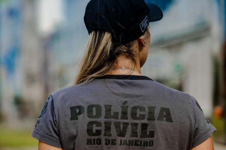 Policiais civis investigam morte de MC Atrevida no Rio (Foto: )
