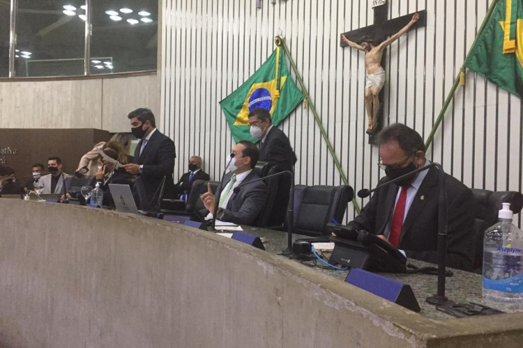 Sessão na Assembleia Legislativa, em 10 de dezembro, aprova Projeto de Lei que altera limite territorial entre Tabuleiro do Norte e Alto Santo. (Foto: Reprodução/Demétrio Andrade)