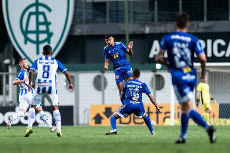 Cruzeiro empata com CSA em casa e perde chance de se aproximar do G4 (Foto: )