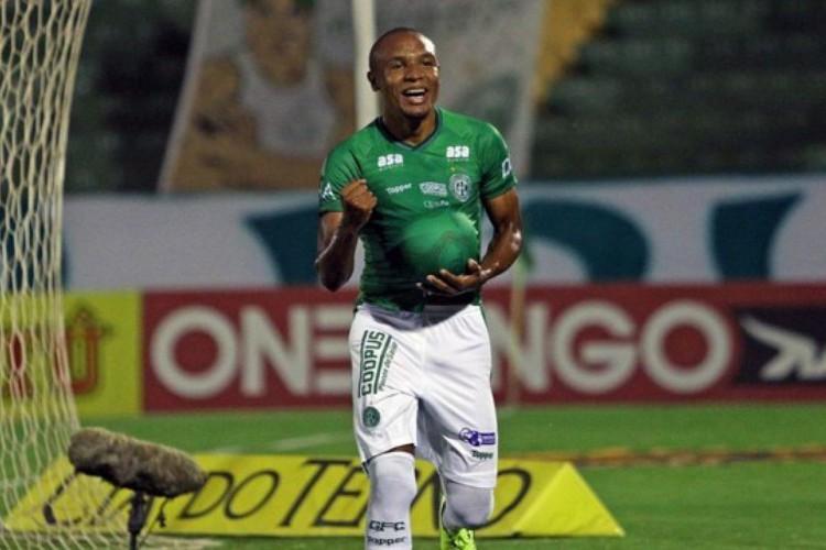 Série B: Guarani derrota Confiança e segue na briga pelo acesso (Foto: )