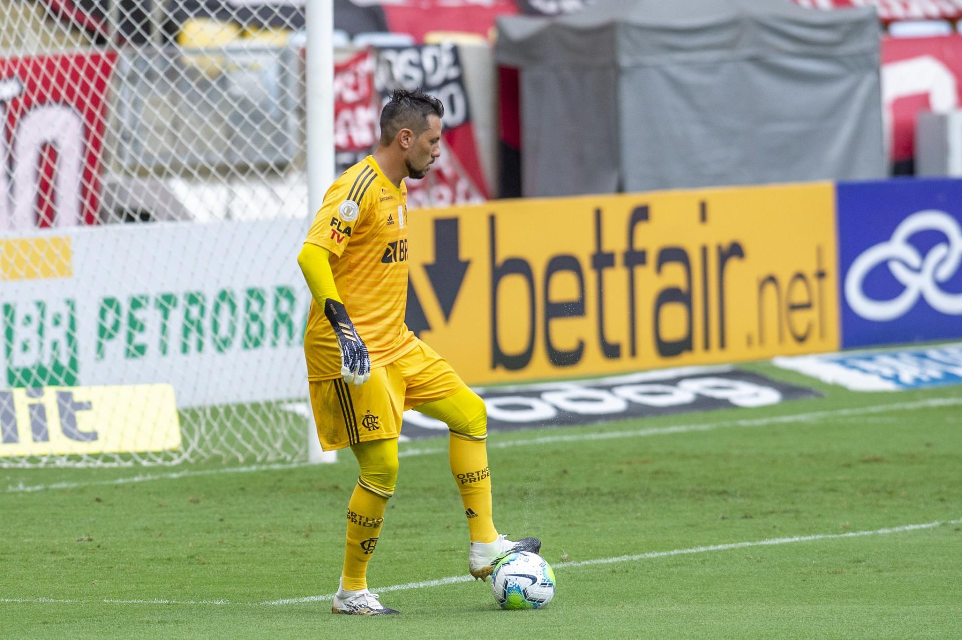 Goleiro Diego Alves durante o jogo Flamengo x Santos, no Maracanã, pela Série A do Campeonato Brasileiro