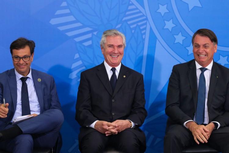 Gilson Machado, Ministro empossando de Estado do Turismo, senador Fernando Collor e Presidente Jair Bolsonaro,   durante cerimônia de Posse do ministro do Turismo (Foto: Fabio Rodrigues Pozzebom/Agência Brasil)