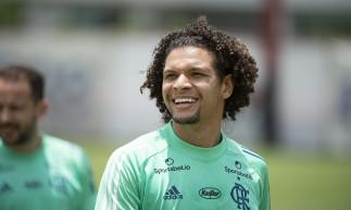Volante William Arão durante treino do Flamengo no CT Ninho do Urubu
