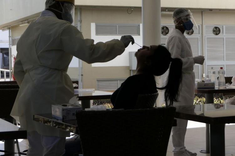 Testes para detecção do Covid-19 (Foto: Roque de Sá/Agência Senado)