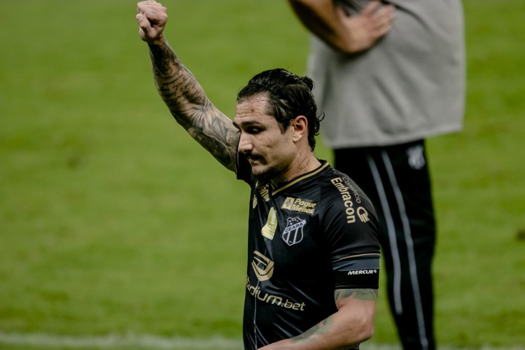 Vina é líder do Ceará em gols e assistências na temporada (Foto: AURÉLIO ALVES)
