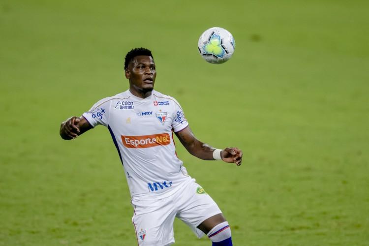 Paulão é o principal zagueiro do Fortaleza no Campeonato Brasileiro, sendo protagonista da equipe (Foto: Aurelio Alves)