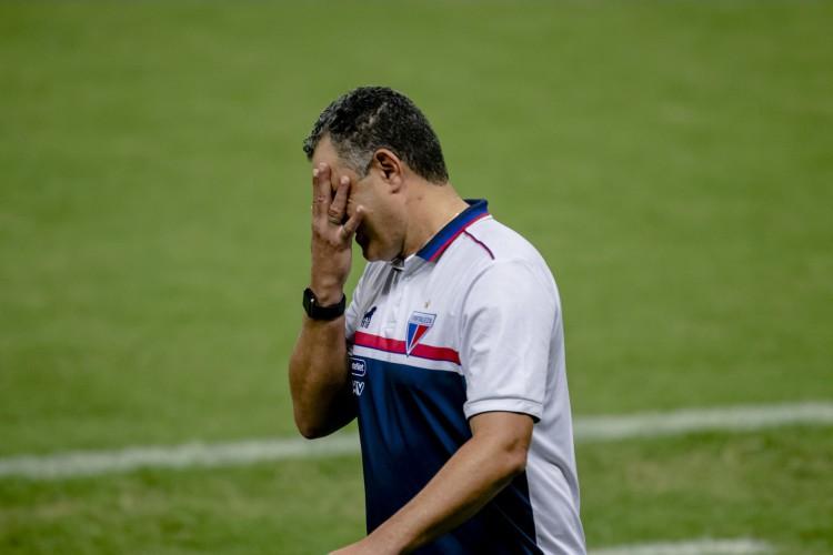 Marcelo Chamusca está pressionado no comando do Fortaleza (Foto: Aurelio Alves)