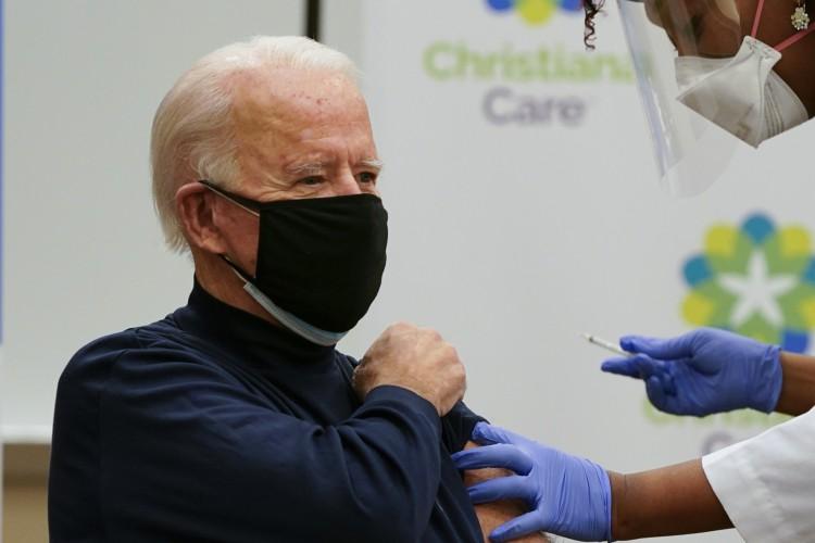 O presidente eleito dos Estados Unidos, Joe Biden, recebeu uma vacina contra a Covid-19  (Foto: Alex Edelman / AFP)