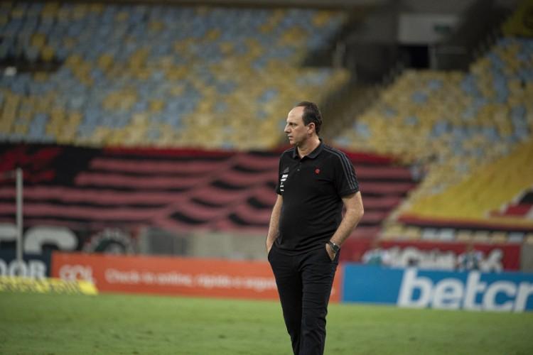 Técnico Rogério Ceni à beira do campo no jogo Flamengo x Bahia, no Maracanã, pelo Campeonato Brasileiro Série A (Foto: Alexandre Vidal / Flamengo)