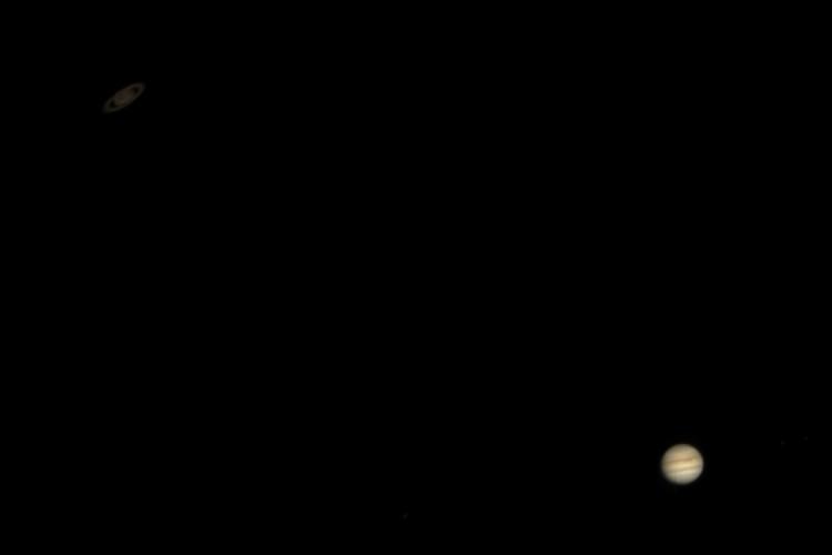 Registro do professor e fotógrafo Heliomarzio Moreira mostra junção Júpiter e Saturno feita com Telescópio MEADE LX10, Redutor focal e Câmera ZWO ASI 120MC (Foto: Arquivo Pessoal/ Heliomarzio Moreira)
