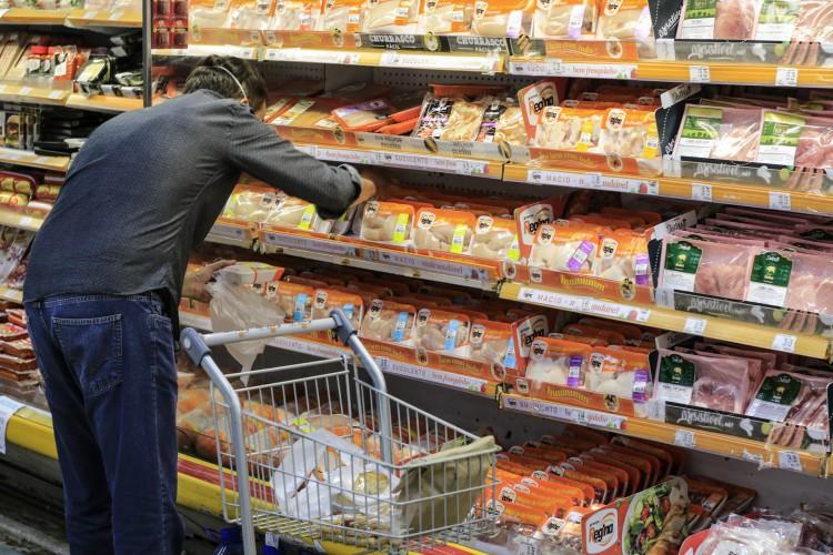 O INPC, que mede a variação de preços entre as famílias de até 5 salários mínimos, fechou janeiro com alta de 0,35% (Foto: Barbara Moira)