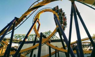 O loop-a-loop deve ser elíptico para que a força centrípeta seja mais forte que a gravidade.