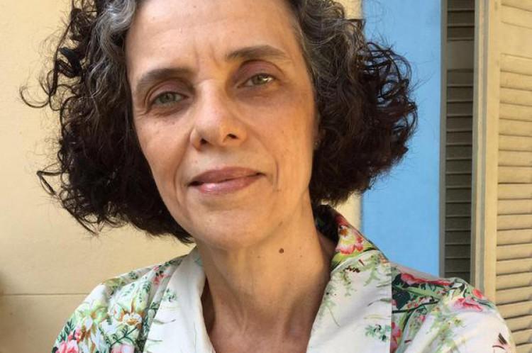 Isabella Torquato é astróloga e designer. Ela trabalha com mapas gráficos