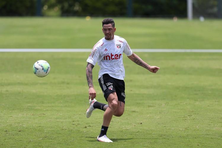 Atacante Luciano durante treino do São Paulo no CT da Barra Funda (Foto: Paulo Pinto / saopaulofc.net)