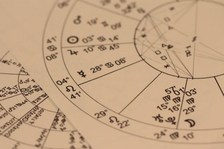 As astrólogas Isabella Torquato e Tyfani Justo explicam novo ciclo de Aquário, que deve durar 20 anos (Foto: Pixabay)