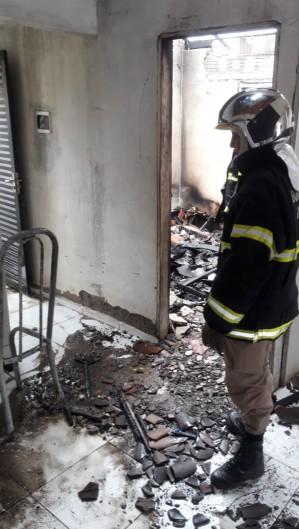 Incêndio em residência em Solonópole (Foto: ReproduçãoWhatsApp)