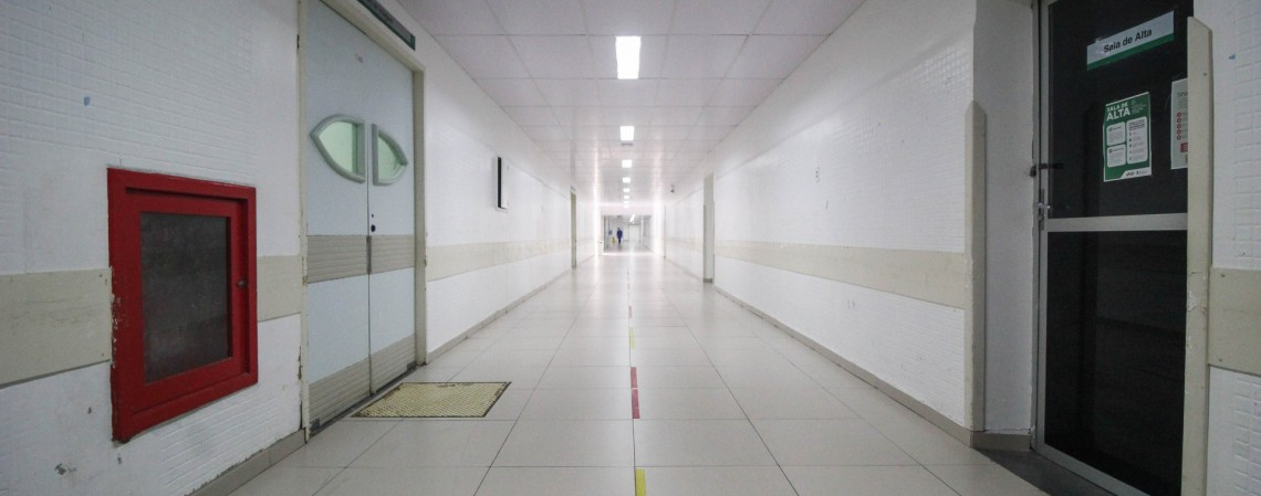 Corredores do Hospital Geral de Fortaleza (Foto: Deisa Garcez/Especial para O Povo)