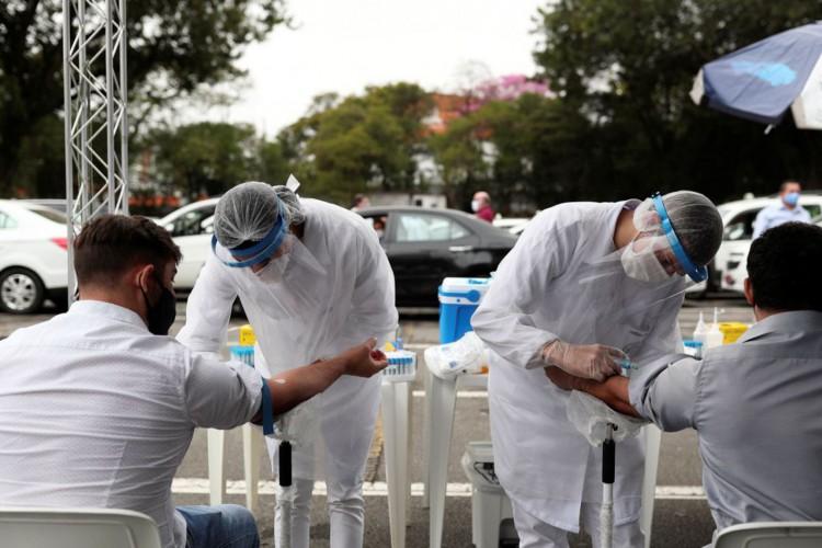 Média de mortes diárias por covid-19 no Brasil chega a 736,43 (Foto: )