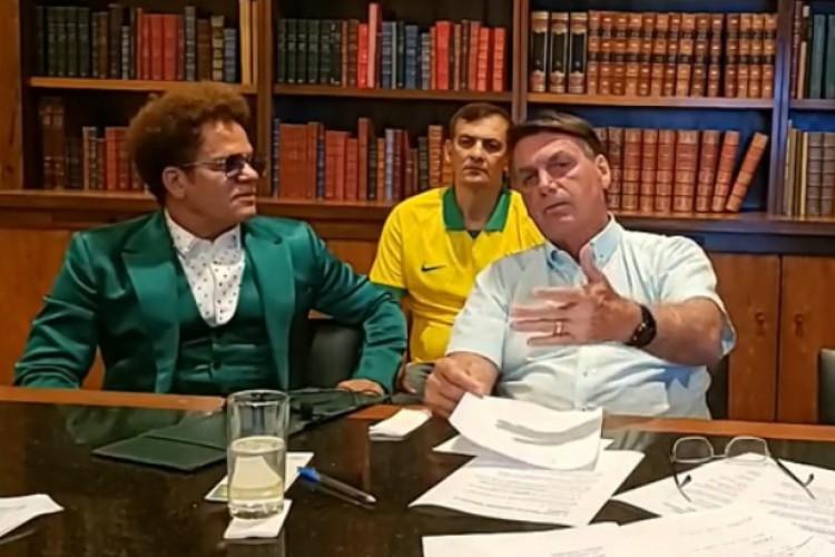 Bolsonaro falou sobre viagem de Doria durante sua transmissão semanal nas redes sociais (Foto:  Reprodução de Vídeo)