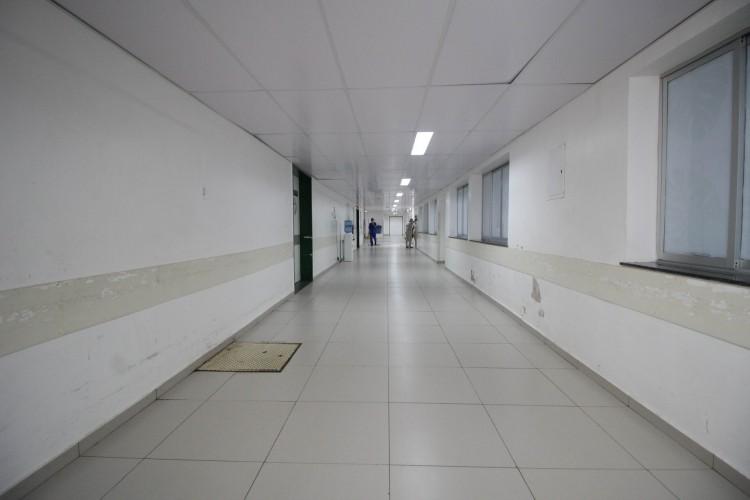 FORTALEZA, CE, Brasil. 25.12.2020: Ausência de pacientes em macas nos corredores do Hospital Geral de Fortaleza. (Fotos: Deisa Garcez/Especial para O Povo) (Foto: Deisa Garcez/Especial para O Povo)