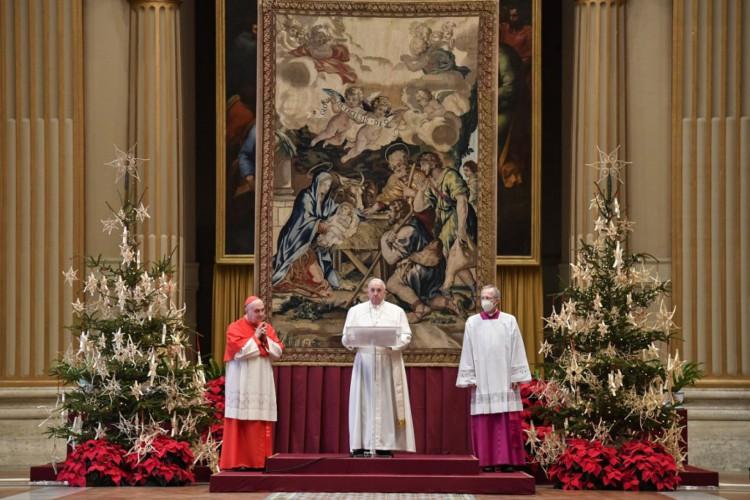 Papa durante Missa do Galo. (Foto: Handout / VATICAN MEDIA / AFP)
