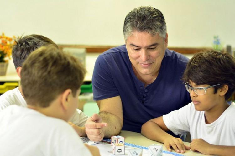 Professor da Prefeitura do Rio que venceu o Prêmio Shell de Educação Científica (Foto: Secretaria Municipal de Educaçao SME)