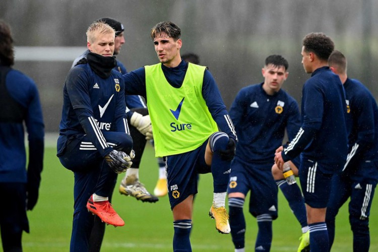 Atletas do Wolves em preparação para enfrentar o Tottenham pela Premier League  (Foto: Divulgação/Wolverhampton Wanderers)