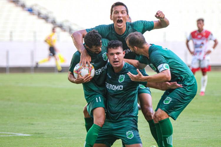 Floresta conseguiu impor o mando de campo, venceu e avançou (Foto: Ronaldo Oliveira / Floresta EC)