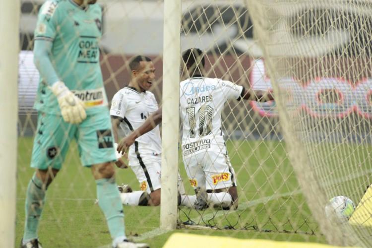 Brasileiro: Corinthians vence Botafogo no Nílton Santos (Foto: )