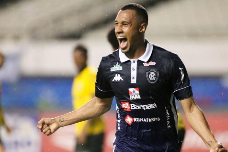 Com gols de Salatiel, Remo vence Ypiranga-RS na Série C (Foto: )