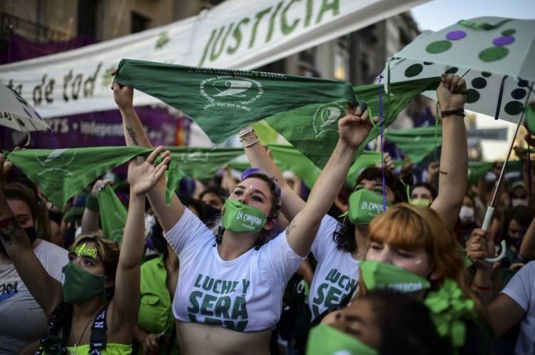 Após protestos de ativistas pelos direitos do aborto, procedimento se torna legal em toda Argentina em janeiro de 2021.(Foto: RONALDO SCHEMIDT / AFP)