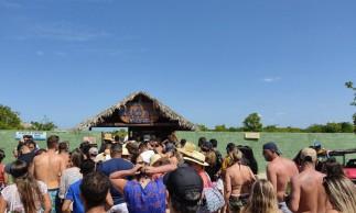 Turistas provocam aglomeração na entrada da lagoa do Buraco Azul, em Jijoca de Jericoacoara, na tarde de quarta-feira, 30 de dezembro de 2020.