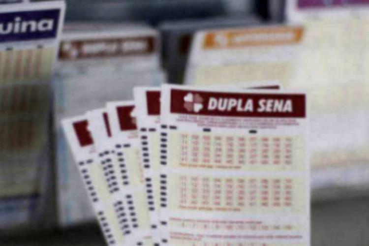 O resultado da Dupla Sena Concurso 2177 foi divulgado na tarde de hoje, quinta-feira, 31 de dezembro (31/12). O prêmio da loteria está estimado em R$ 3,3 milhões (Foto: Deísa Garcêz)