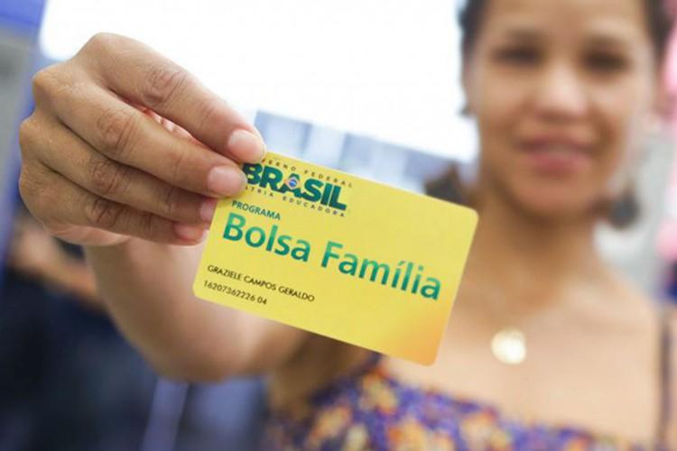 Beneficiários sacando o Bolsa Família na agência da Caixa Econômica, em Sobradinho. Brasília/DF 30/05/2017. Foto: Rafael Zart/ASCOM/MDSA (Foto: Rafael Lampert Zart)