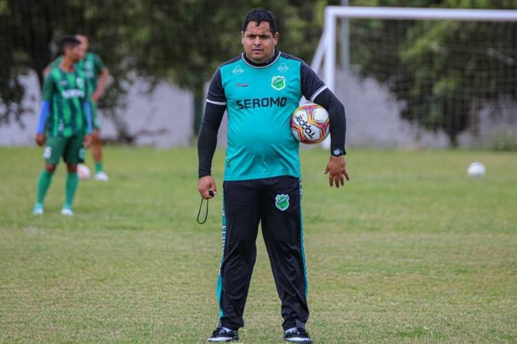 Técnico Leston Júnior durante treino do Floresta (Foto: Ronaldo Oliveira/ Floresta EC)