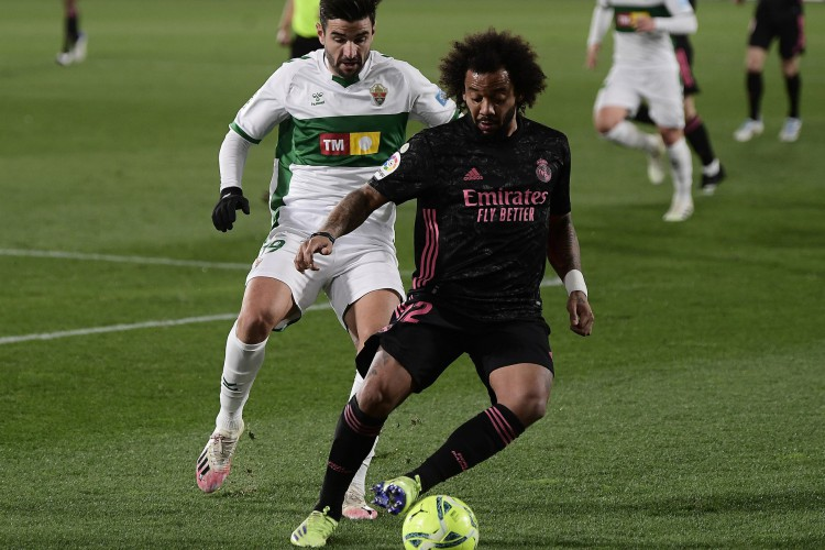 Marcelo atuou como titular no empate entre Elche e Real Madrid, pelo Campeonato Espanhol (Foto: JOSE JORDAN / AFP)