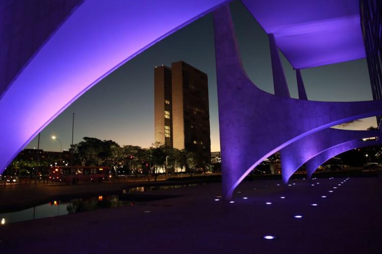 Arcos do Palácio do Planalto e Congersso Nacional (Foto: Marcello Casal JrAgência Brasil)