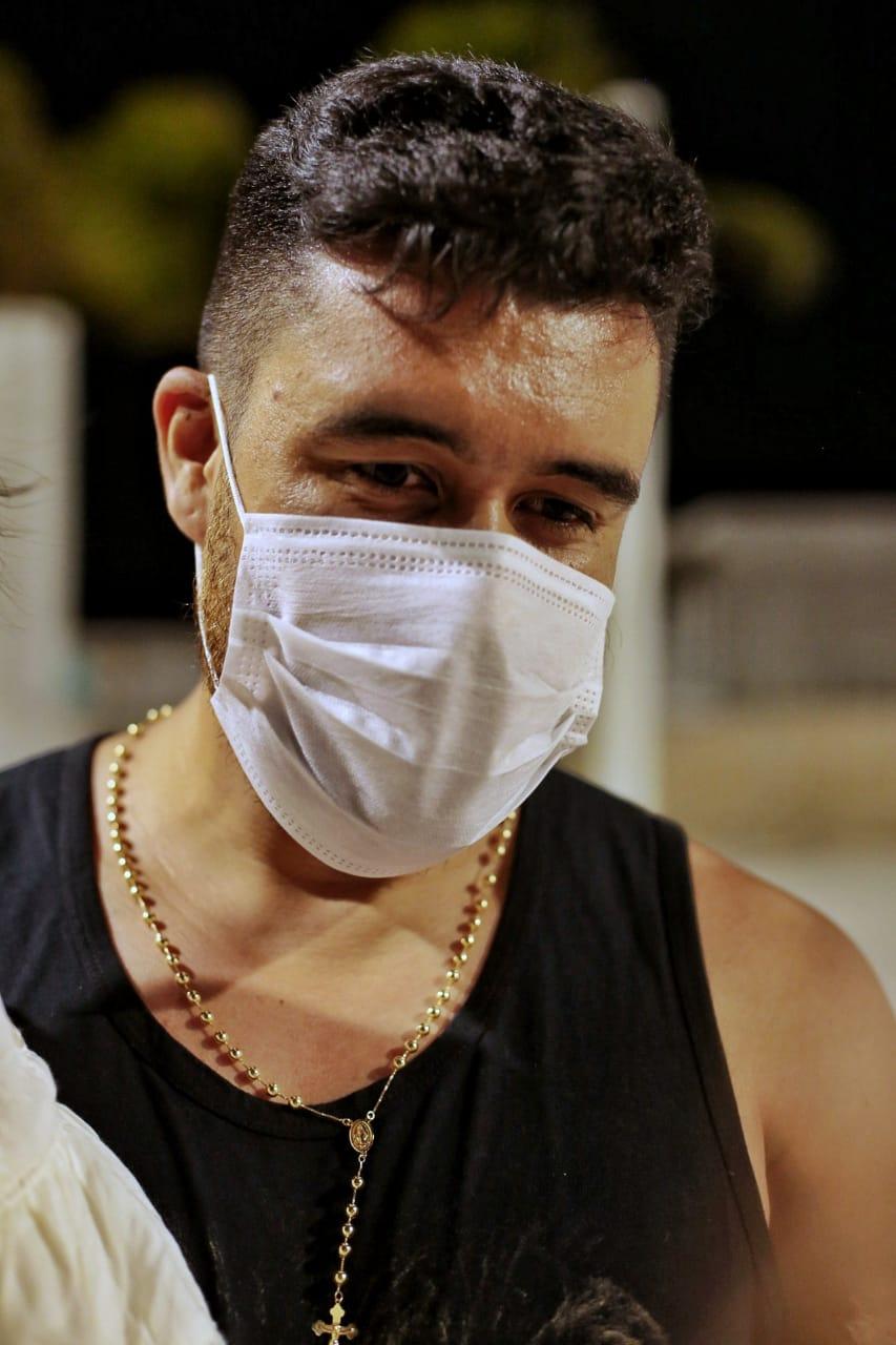 Réveillon diferente no Aterro da Praia de Iracema, com pouca movimentação devido à pandemia de Covid-19. Na foto, o empresário Thiago Gomes, que veio passar a virada de ano em Fortaleza com a família