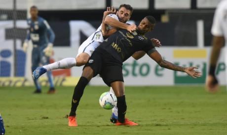 Cléber  será titular do Ceará no jogo de hoje diante do Santos pelo Campeonato Brasileiro; veja como assistir à transmissão ao vivo