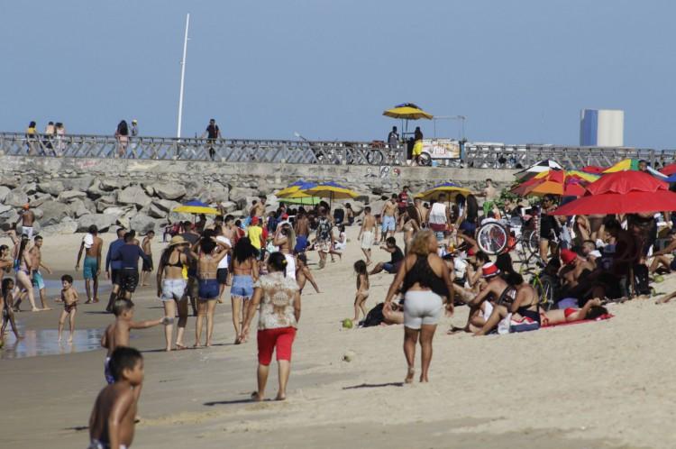 Movimentação na Praia de Iracema no começo de janeiro