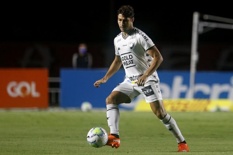 Lateral-direito Marcinho com a bola durante o jogo São Paulo x Botafogo, no Morumbi, pelo Campeonato Brasileiro Série A (Foto: Vítor Silva/Botafogo)