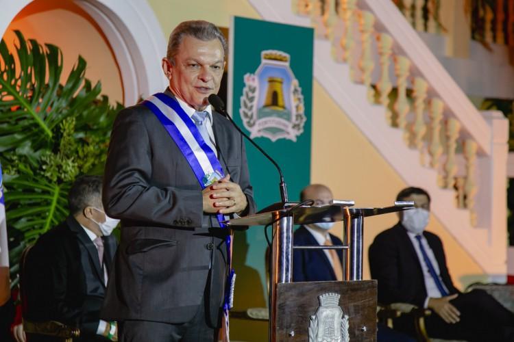 Sarto ao discursar como prefeito de Fortaleza empossado (Foto: Aurelio Alves/O POVO)