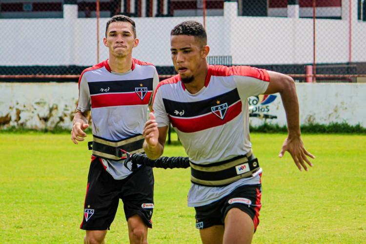Jogadores do Ferroviário durante treino físico no estádio Elzir Cabral (Foto: Lenilson Santos/Ferroviário)